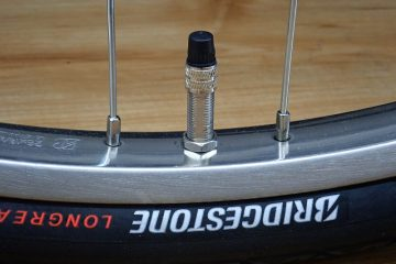自転車のタイヤに空気を入れよう。